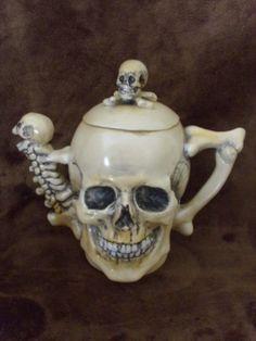 ┼ Skull Teapot