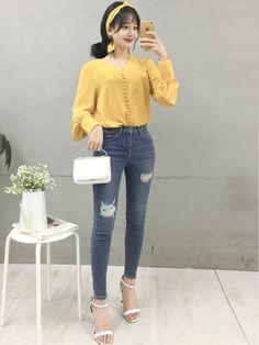 Korean Fashion – How to Dress up Korean Style Korean Girl Fashion, Korean Fashion Trends, Ulzzang Fashion, Korean Street Fashion, Korea Fashion, Asian Fashion, India Fashion, Chic Outfits, Trendy Outfits