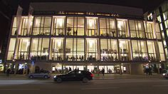 Kent Nagano ist der neue Generalmusikdirektor der Hamburger Staatsoper. Er will die klassische Musik der Hansestadt revolutionieren und Oper populär machen, damit auch …