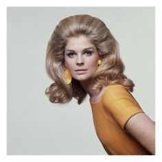 Candice Bergen for 'Vogue' magazine, May Dress by B. Wragge and mismatched earrings by Mimi di N., makeup and hair styled by Carita. Photo by Bert Stern. Candice Bergen, 1960s Hair, Moda Retro, Glamour, Fashion Designer, Farrah Fawcett, Retro Hairstyles, Wedding Hairstyles, 1960s Fashion