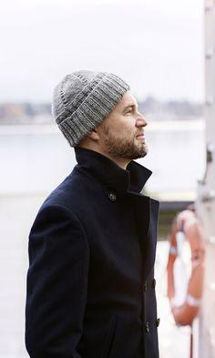 Harmaa pipo on klassikko ja sen neuloo parissa illassa | Meillä kotona Peru, Mittens, Knitted Hats, Knit Crochet, Winter Hats, Men Sweater, Knitting, Sweaters, Crocheting