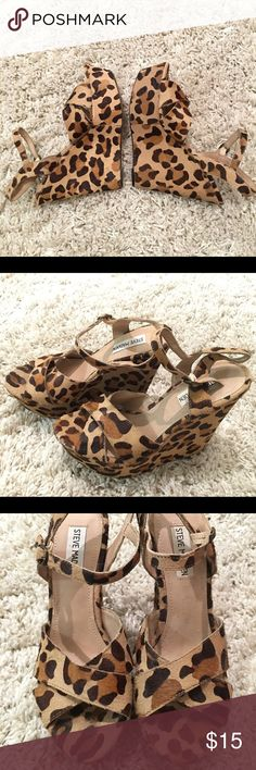 Size 8- Leopard Steve Madden platform heels Cute Steve Madden Leopard platform heels. Worn once for event with small chip on front left. #stevemadden #nordstrom #platform #heels #club #leopard #cheetah #fun #heel #stevemaddengirl Steve Madden Shoes Heels
