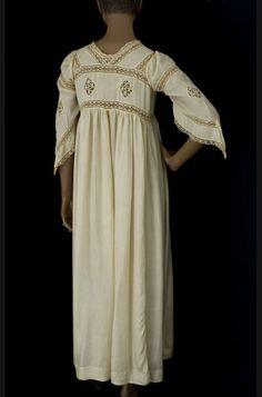 Cluny lace trimmed silk peignoir, circa 1910 (back)