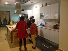 Tarta Chic: KOK TU COCINA: Un espacio diferente en Sevilla Table, Furniture, Home Decor, Sweet Tables, Kitchen, Fondant Cakes, Sevilla, Space, Homemade Home Decor
