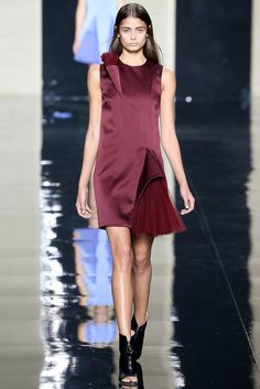Christopher Kane Spring 2015 Ready-to-Wear Fashion Show - Taylor Hill (STORM)