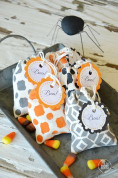 Halloween Treat Bags | theidearoom.net #halloween @DecoArt Inc. Inc. Inc. Inc.