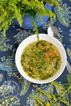 Zupa ogórkowa z nawłocią.  Fermented cucumer soup with solidago.