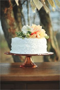 Simple and cute wedding cake