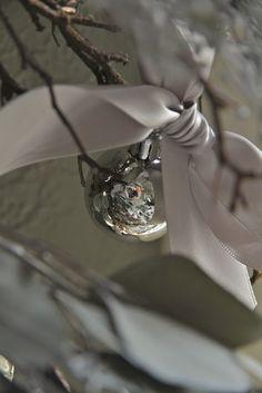 Simplicity ! Bow & ball ornament .