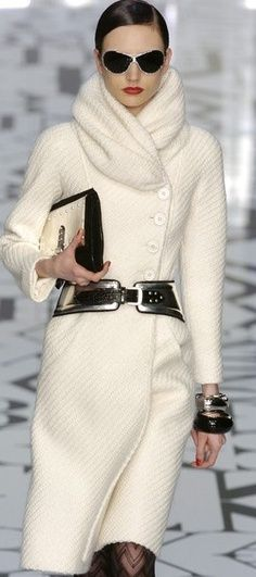 Ivory coat with Style Rec Self-Scarf and Vivid Accents :: Valentino Paris Fashion Week Fall 2004