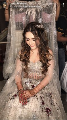Engagement Hairstyles, Unique Wedding Hairstyles, Engagement Dresses, Indian Engagement Outfit, Asian Wedding Dress Pakistani, Indian Bridal, Lehenga Hairstyles, Pakistan Bride, Bridal Outfits