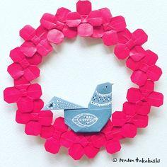 花輪の中にハト。 A pigeon in a flower wreath.  #origami #illustration  #papercraft  #paperflower  #flowerwreath  #pigeon #garland  #bird #redflpwer #botanical #nanatakahashi  #おりがみ  #ペーパーフラワー #ペーパークラフト #フラワーリース  #イラスト #ガーランド #鳩  #小鳥  #たかはしなな