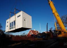 Attefallshus Rymlig som byggs inomhus och levereras inflyttningsfärdigt med lastbil till tomten.