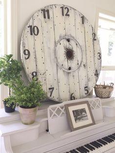 Little Farmstead: DIY Wood Spool Pallet Clock