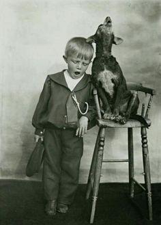 18 Delightful Vintage Photos Of Kids With Their Pets 18 herrliche Vintage-Fotos von Kindern mit ihren Haustieren Animals For Kids, Animals And Pets, Funny Animals, Cute Animals, Funniest Animals, Love My Dog, Vintage Children Photos, Vintage Pictures, Old Pictures