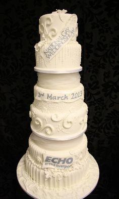 Bolo de casamento mais caro do mundo , feito pela confeitaria Cake localizada em Chester , na Inglaterra , custo de aproximadamente 97 milhões , criado pelo confeiteiro Tim Roth levou 4104 diamantes