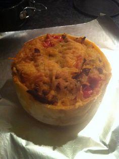 Heerlijke shoarmataart die warm maar ook koud gegeten kan worden. Ideaal voor de weekenden en iets wat iedereen lust!