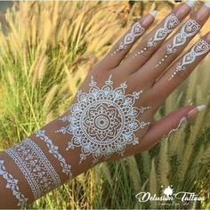 Must check out the easy and simple white henna designs with images. Watch the video tutorial about white henna designs application on the back side of the hand. Learn more about what is white henna and how it works. Henna Tattoos, White Henna Tattoo, Henna Tattoo Hand, Henna Tattoo Designs, Fake Tattoos, White Tattoos, Gun Tattoos, Tattoo Black, Word Tattoos