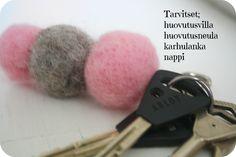 Huovutettu pallo avaimenperä