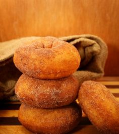Φτιάξτε το δικό σας πρωινό με χειροποίητα ντόνατς με κανέλα και ζάχαρη από τα «μαγικά» χέρια του σεφ Γιάννη Λουκάκου!