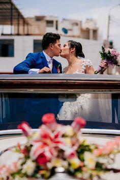Les contamos los secretos sobre cómo hacerlo con mucho estilo.    #Matrimoniocompe #Organizaciondebodas #Matrimonio #Novios #TipsNupciales #CaminoAlAltar #MatriPeru #BodaPeru #CarroDeNovios #AutoDeNovios Peru Wedding, Romantic Pics, Simple Wedding Gowns, The Godfather