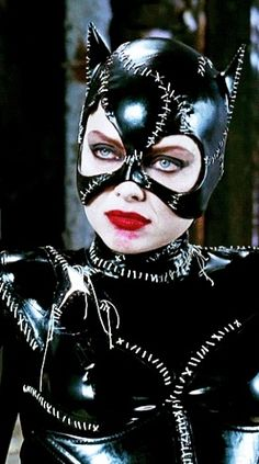 Michelle Pfeiffer as Catwoman in Batman Returns 1992 Catwoman Cosplay, Cosplay Gatúbela, Catwoman Makeup, Gato Batman, Batman Et Catwoman, Batgirl, Joker, Batman Returns, Catwoman Michelle