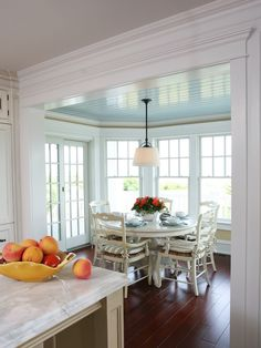 Marvelous French Country Dining Rooms Decoration Ideas - Page 85 of 99 Dining Nook, Dining Room Design, Sunroom Dining, Dining Tables, Kitchen Nook, Home Decor Kitchen, Kitchen Ideas, Kitchen Cabinets, Kitchen Dinning