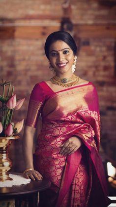 New south indian bridal saree lehenga choli Ideas Indian Bridal Sarees, Bridal Silk Saree, Wedding Sarees, Kanchipuram Saree Wedding, Kerala Wedding Saree, Kerala Bride, South Indian Sarees, Bollywood Wedding, Bollywood Saree