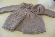 Little girl's coat and hat La Malle aux Mille Mailles Knitting For Kids, Baby Knitting, Little Girls Coats, Baby Barbie, Crochet Baby Sweaters, Fall Trends, Coats For Women, Mantel, Lana