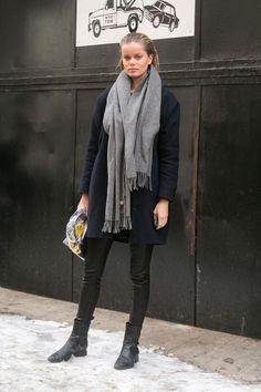 Как стильно сочетать пальто и шарф: 10 вариантов на холода