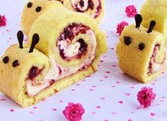 roulade snail Could use jelly roll, pudding or other filling, chocolate chips for eyes, melted chocolate for horns Cute Food, Good Food, Yummy Food, Snail Cake, Animal Themed Food, Swiss Roll Cakes, Food Themes, Food Humor, Cooking With Kids