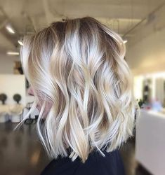 It's true, you can observe that balayage works pretty nicely with all hair lengths. Still another website to explain to you how balayage is finished. You can't fail with this gorgeous b… Medium Hair Styles, Short Hair Styles, Bob Styles, Long Hair Styles 2018, Ponytail Styles, Medium Length Hair With Layers, Medium Layered, Medium Long, Medium Cut