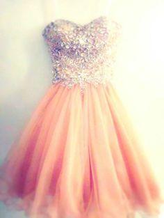 Beautiful dress. Where do I buy this!!