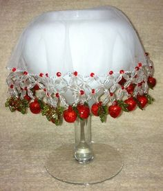 Cobre jarra ou potes em organza de 25 cm bordado com pedrarias e frutinhas. Ótima opção para lembrança para diversas ocasiões - casamento, chá de panela... Pode ser feito em tamanhos e cores diferenciados. Beading Tutorials, Beading Patterns, Embroidery Patterns, Beaded Christmas Ornaments, Christmas Bulbs, Christmas Decorations, Tambour Embroidery, Ribbon Embroidery, Bead Crafts