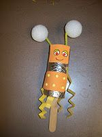 robot or alien - very adaptable Space Activities For Kids, Preschool Themes, Preschool Ideas, Craft Projects, Crafts For Kids, Craft Ideas, Preschool Rocket, Robot Story, Outer Space Theme