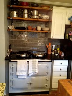 My house. AGA in Pearl Ashes looks good, agahuis. Kitchen Corner Cupboard, Aga Kitchen, Kitchen Cabinets, Best Cooker, Aga Cooker, Aga Stove, Stove Oven, Interior Design Major, Aga Range