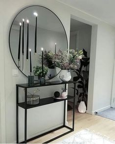 40 Elegant Apartment Entryway Decorating Ideas to Amaze Your Guests Living Room Interior, Home Living Room, Living Room Decor, Foyer Decorating, Interior Decorating, Interior Design, Decorating Ideas, Apartment Entryway, Entryway Decor