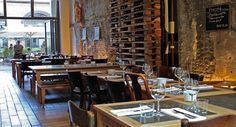 ACHT  Eine der gastronomischen Top-Locations Kölns – nichts weniger ist das Restaurant Acht, das mit seinem außergewöhnlich gelungenem Ambiente und seiner hervorragenden Küche auch anspruchsvolle Gäste überzeugen wird. Serviert werden französische Landküche, belgische Spezialitäten und beste deutsche Klassiker, die alle mit besten Zutaten und viel Liebe zum Detail zubereitet werden.
