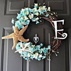 The Original Beach Monogram Wreath Summer Wreath Who says you can't put a wreath up in July? Celebrate Christmas in July with some summer style! The post The Original Beach Monogram Wreath Summer Wreath appeared first on Summer Diy. Seashell Crafts, Beach Crafts, Summer Crafts, Diy Crafts, Seashell Ornaments, Monogram Wreath, Diy Wreath, Door Wreaths, Wreath Ideas