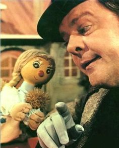Bobino et Bobinette. Okay, technically this isn't a book from my childhood, but it is one of the first TV shows I watched. My Childhood Memories, Childhood Toys, First Tv, Old Tv Shows, Book Tv, Heart For Kids, The Good Old Days, We Are Young, Vintage Toys