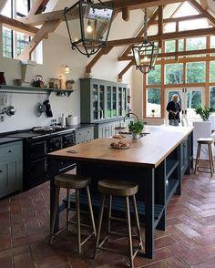 English Country Kitchen Design - Decoration Home Devol Kitchens, Home Kitchens, Farmhouse Kitchens, New Kitchen, Kitchen Decor, Kitchen Island, Kitchen Ideas, Kitchen White, Kitchen Wood