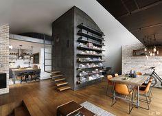 АрхитектътДимитър Караниколови интериорният дизайнер Венета Николова прекарват няколко години в Лондон, където живеят и работят, но решават да се преместят обратно вСофия.
