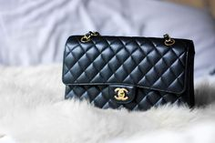 Chanel Classic Double Flap, Medium in Black Caviar with Gold Hardware Hello, hello! Today& post is a little different than the usual. Chanel Bag Black, Chanel Bag Classic, Chanel Handbags, Fashion Handbags, Coco Chanel, Channel Bags, Chanel Double Flap, Over The Shoulder Bags, Wholesale Bags