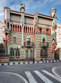 Casa Vicens in Barcelona is het eerste door Antoni Gaudí ontworpen gebouw dat ook echt is gebouwd. Jarenlang was het privébezit.