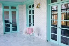 Explore colorful window frame ideas using bright colors of paint, including pinks, blues, and mint green. Check out photos of colorfully painted window frames that will inspire you to paint your own. Decor, Little House, Windows, Color Change, Color, Home Decor, Window Painting, Painted Window Frames, Painted Brick