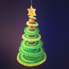 Christmas tree hama beads by ellewillag/kreasiw - basteln dekoration ideas Christmas Perler Beads, 3d Christmas, Beaded Christmas Ornaments, Christmas Decorations, Perler Bead Designs, Bead Crafts, Diy And Crafts, Crafts For Kids, Fuse Beads