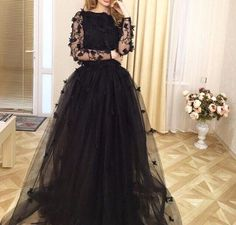 Find images and videos about fashion, style and black on We Heart It - the app to get lost in what you love. Hijab Evening Dress, Hijab Dress Party, Party Wear Dresses, Evening Dresses, Dresses Dresses, Dress Outfits, Elegant Dresses Classy, Classy Dress, Pretty Dresses