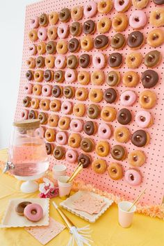 Donut Walls Are The Latest Wedding Trend Move over, cupcake towers. Donut Walls Are The Latest Wedding Trend Move over, cupcake towers. There a delicious new wedding dessert trend in town. Donut Birthday Parties, Birthday Party For Teens, Birthday Brunch, Birthday Table, Diy Birthday, Birthday Board, Themed Parties, Cake Birthday, Parties Food