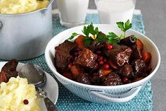 Mustig högrevsgryta med hemlagat potatismos/ Rich chuck steak stew with homemade mashed potatoes. The stew gets a nice seasoning of ginger, garlic, chili and star anise. A little inspiration from Chinese cuisine. Translate from Swedish