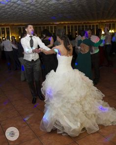 Porque los domingos también son para bailar... #fotografría #boda #felizdomingo #baileenpareja #reciencasados